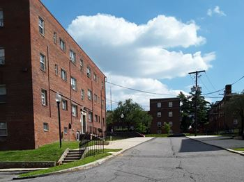 2412 Hartford St., SE 1-2 Beds Apartment for Rent Photo Gallery 1
