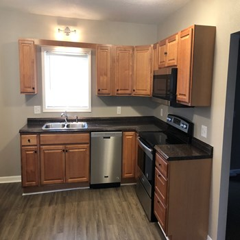 253 28th Avenue North 2 Beds House for Rent Photo Gallery 1