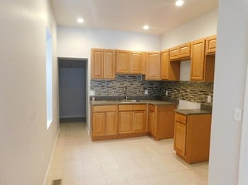2321 N Woodstock St 3 Beds House for Rent Photo Gallery 1
