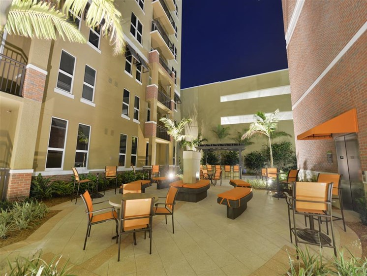 Lounge area outdoor for residents at apartments in plantation florida
