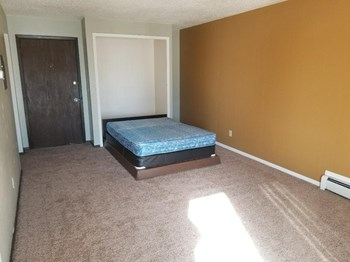715 E Interstate 1 Bed Apartment for Rent Photo Gallery 1