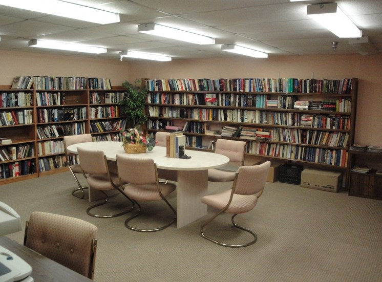 B'nai B'rith Deerfield Apartments in Deerfield Beach, FL well-stocked community library with seating