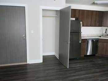 875 21ST AVE SE 2-3 Beds Apartment for Rent Photo Gallery 1
