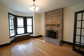 1419 Como Ave 2-3 Beds Apartment for Rent Photo Gallery 1