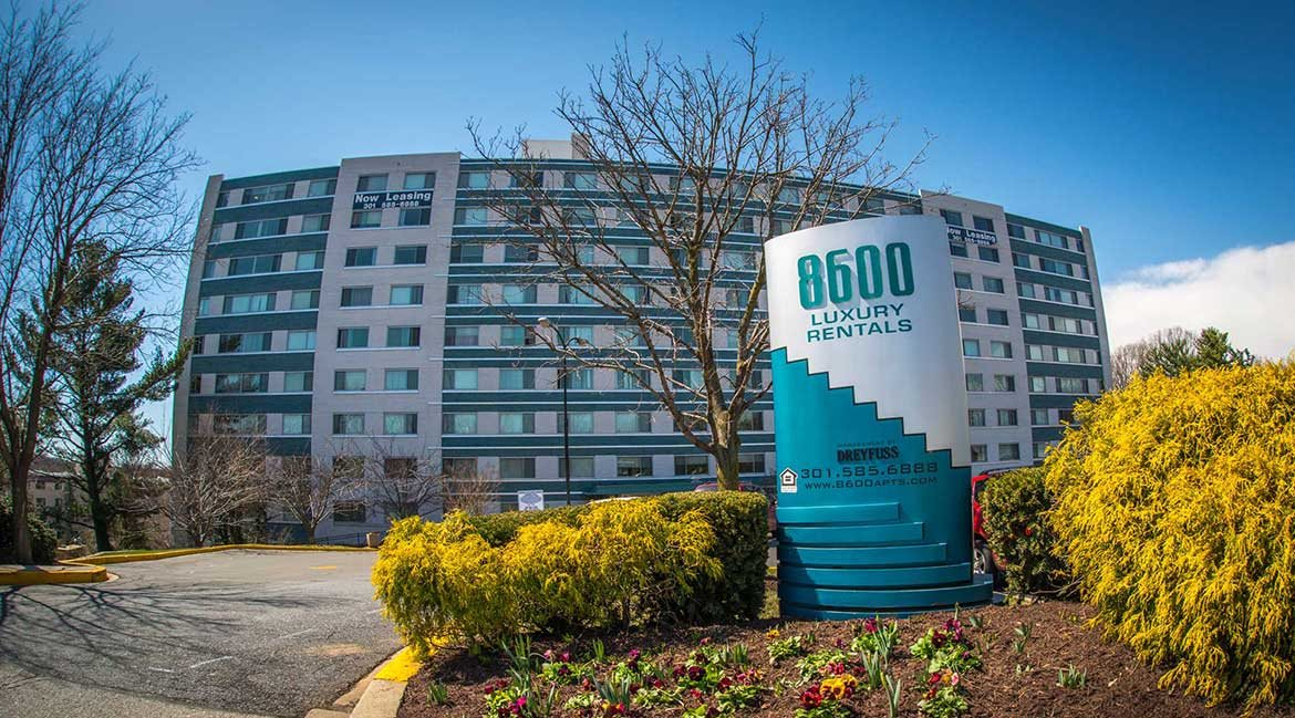 8600 Apartments Entrance