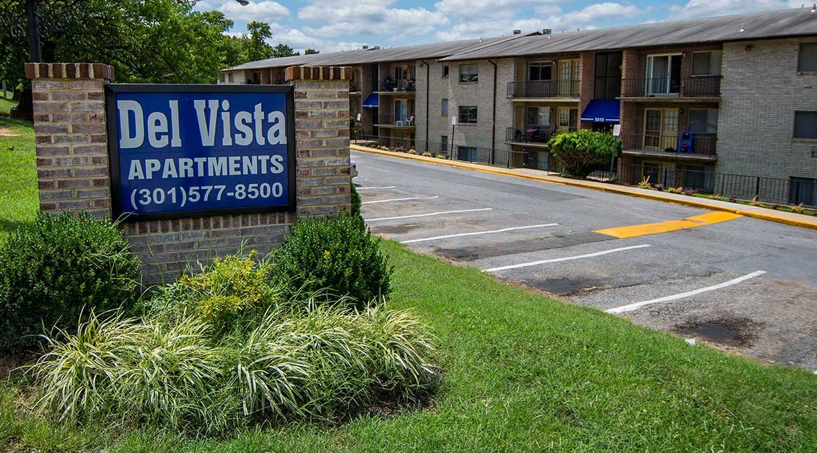 Del Vista Apartments Signage