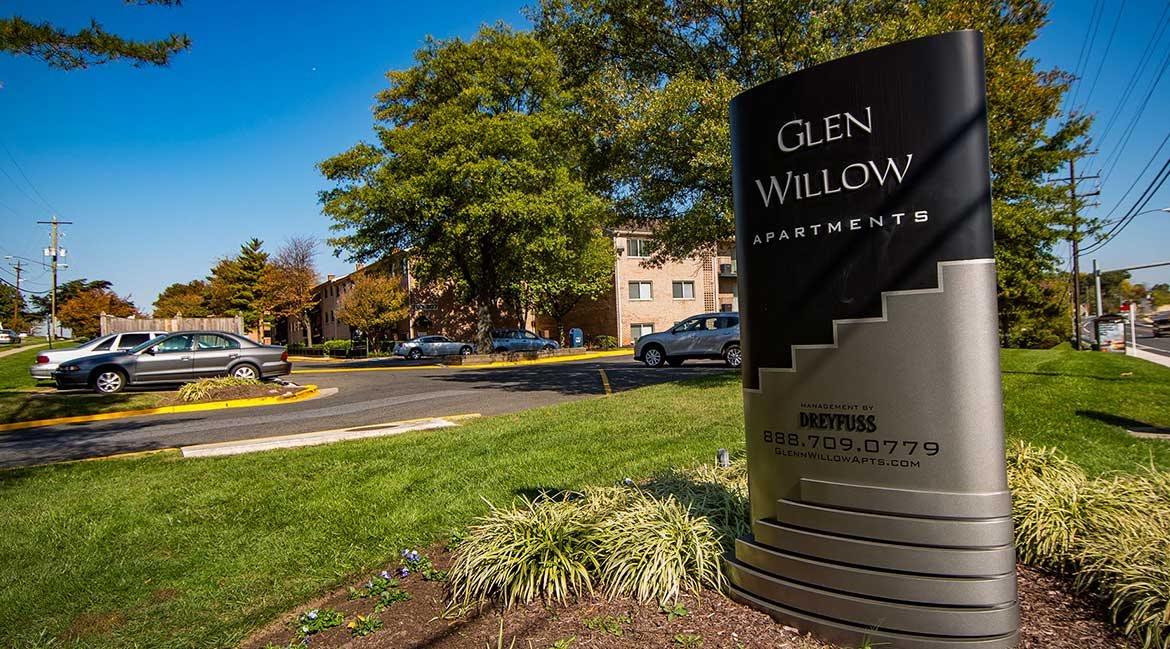 Glen Willow Apartments Signage