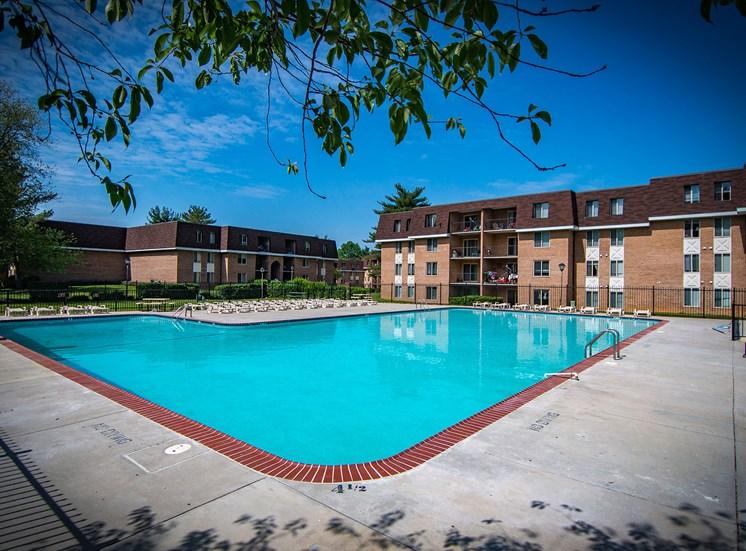 Oakton Park Apartments Pool 02