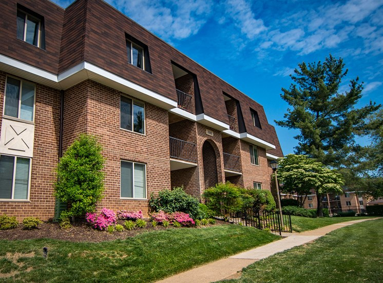 Oakton Park Apartments Building Exterior 03