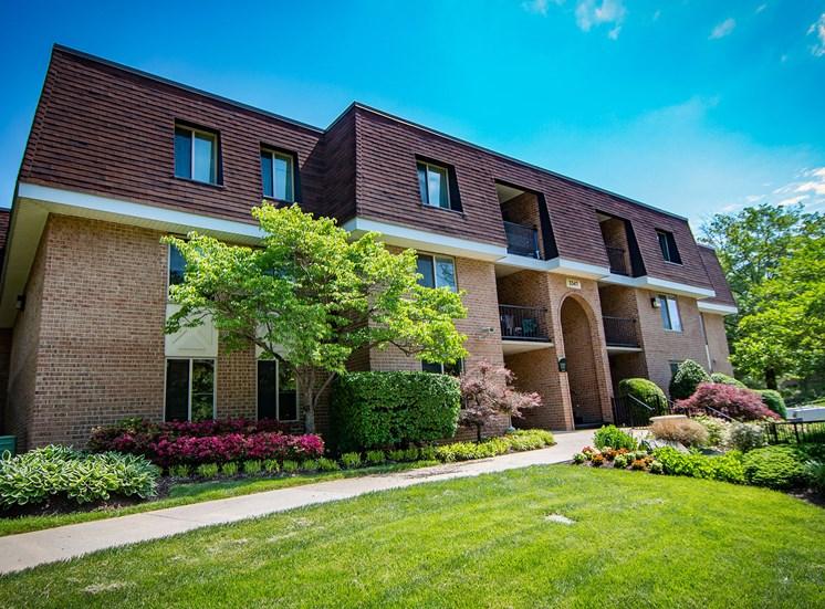 Oakton Park Apartments Building Exterior 06