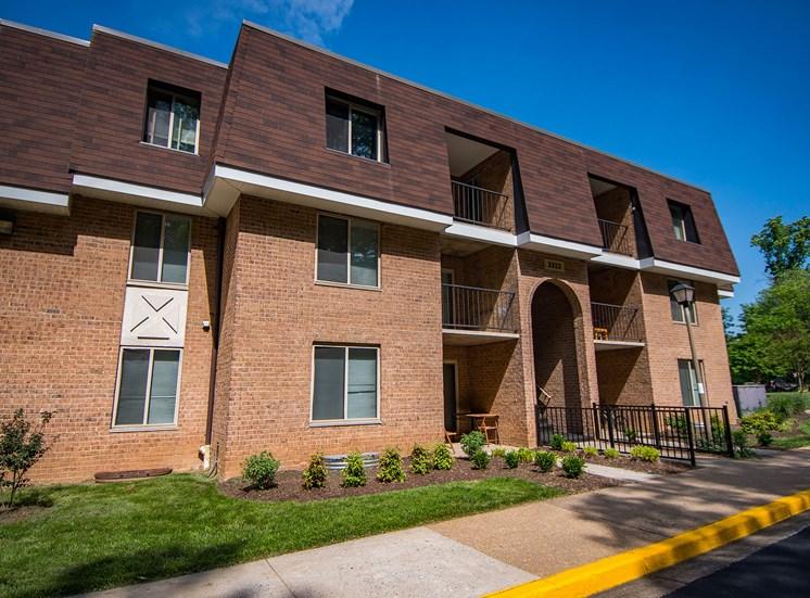 Oakton Park Apartments Building Exterior 10