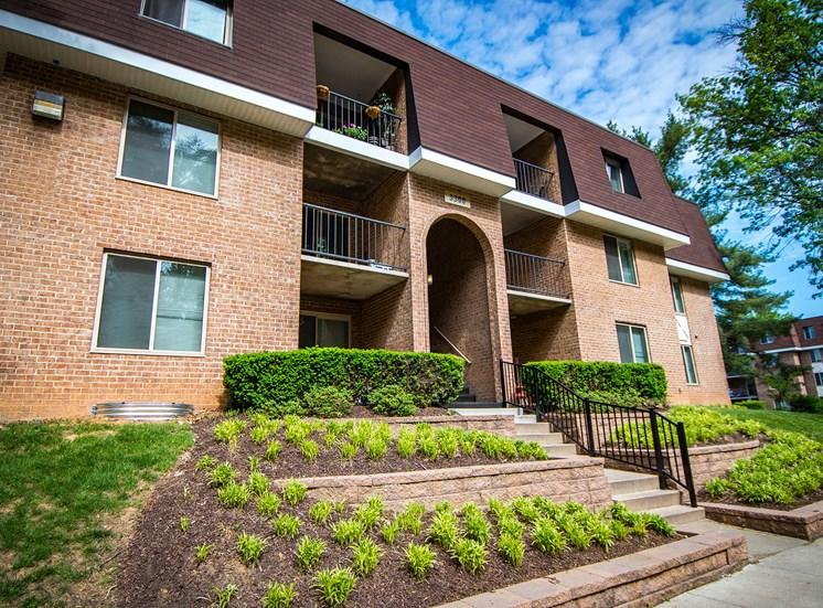 Oakton Park Apartments Building Exterior 12
