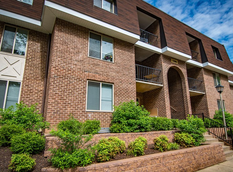 Oakton Park Apartments Building Exterior 13