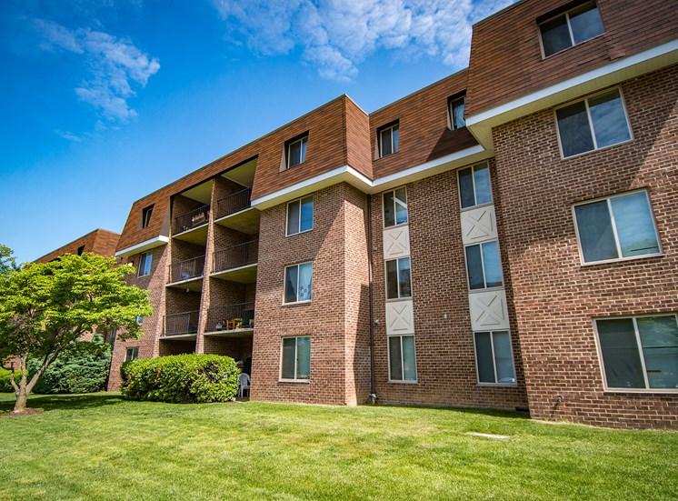 Oakton Park Apartments Building Exterior 15