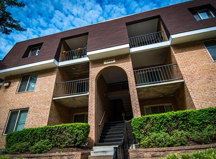 Oakton Park Apartments Building Exterior 16