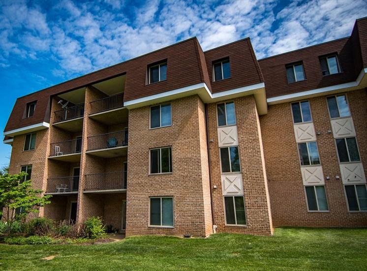 Oakton Park Apartments Building Exterior 18