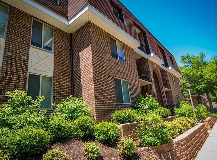 Oakton Park Apartments Building Exterior 20