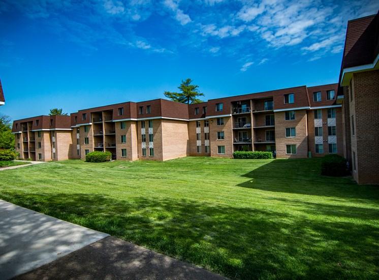 Oakton Park Apartments Building Exterior 22