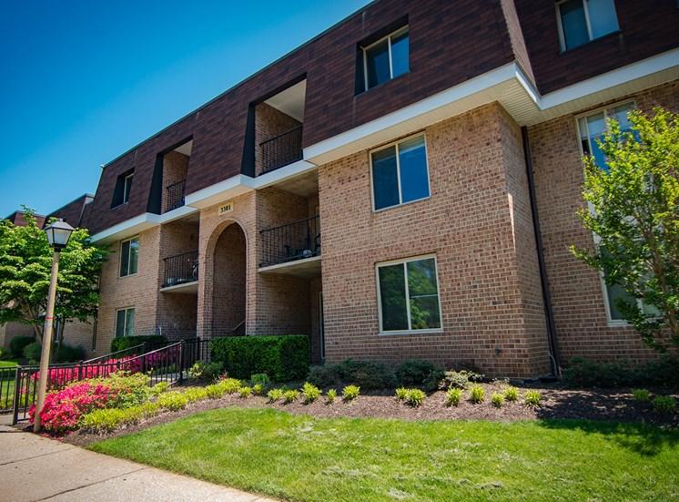 Oakton Park Apartments Building Exterior 26