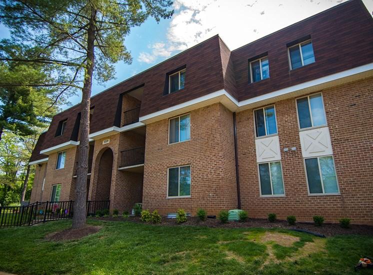 Oakton Park Apartments Building Exterior 28
