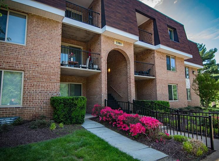 Oakton Park Apartments Building Exterior 30