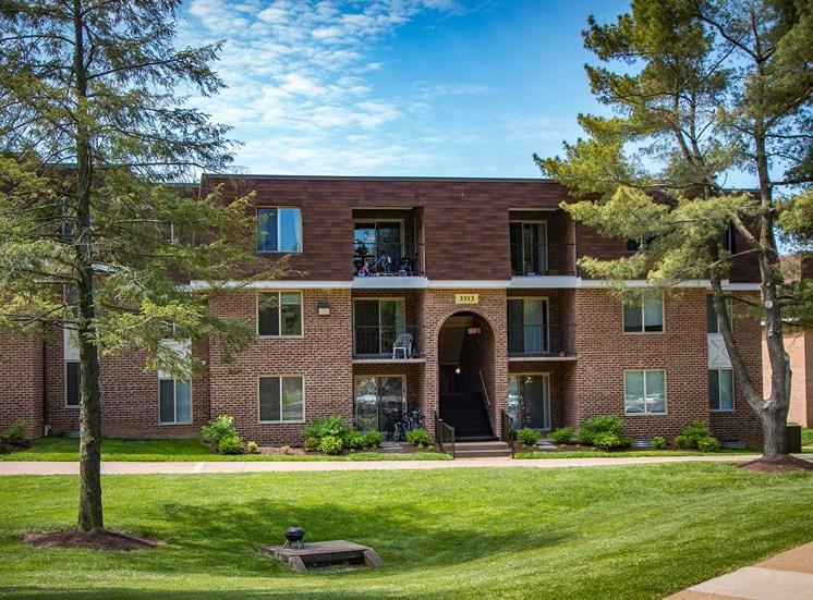 Oakton Park Apartments Building Exterior 32