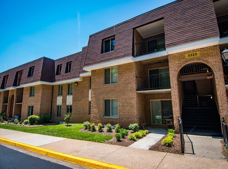 Oakton Park Apartments Building Exterior 33