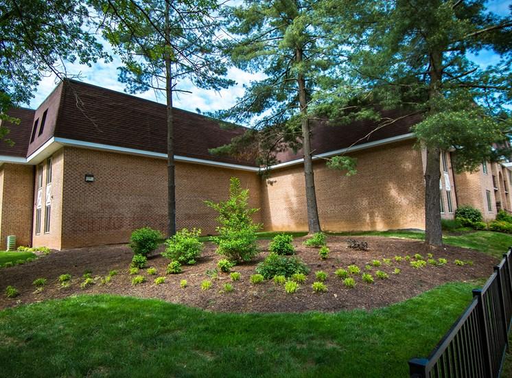 Oakton Park Apartments Landscaping 39