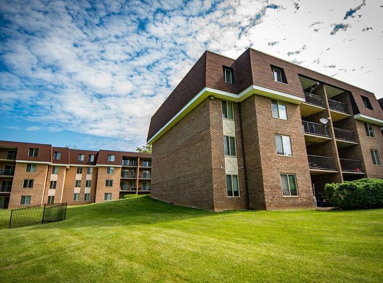 Oakton Park Apartments Building Exterior 45