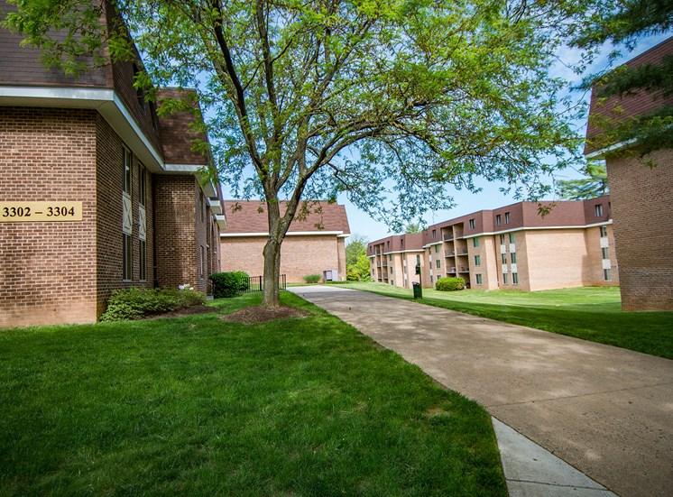 Oakton Park Apartments Buildings Exterior 47