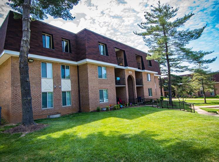 Oakton Park Apartments Building Exterior 48