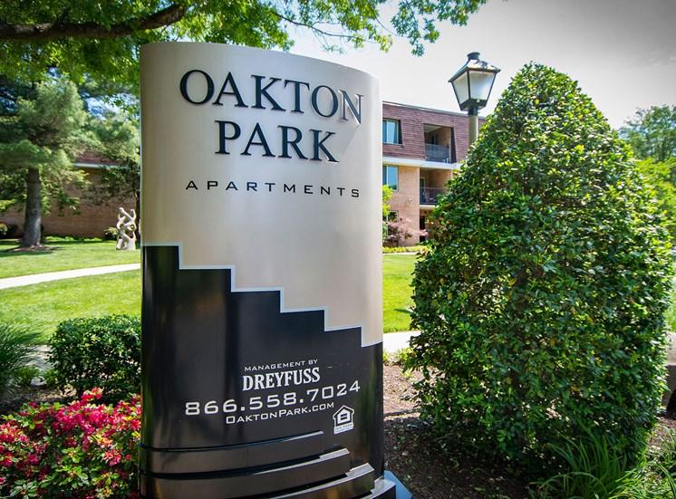 Oakton Park Apartments Signage 33