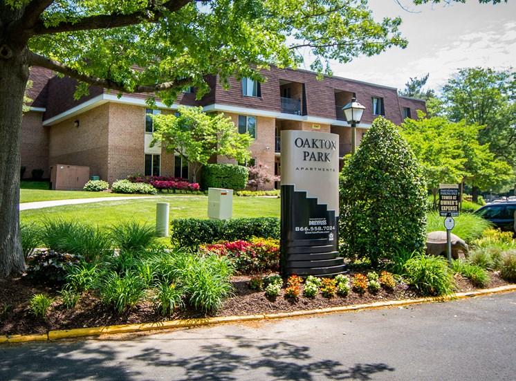 Oakton Park Apartments Signage 37