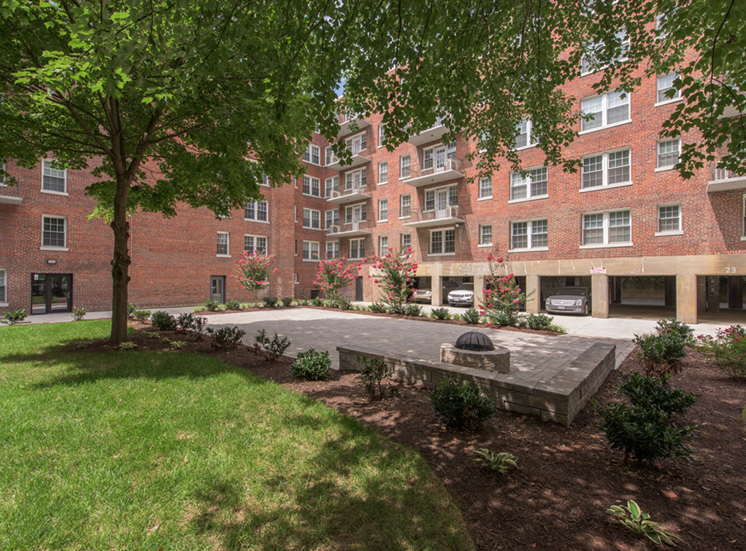 The Metropolitan Apartments Courtyard Far