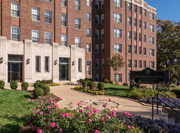 The Metropolitan Apartments Landscaping