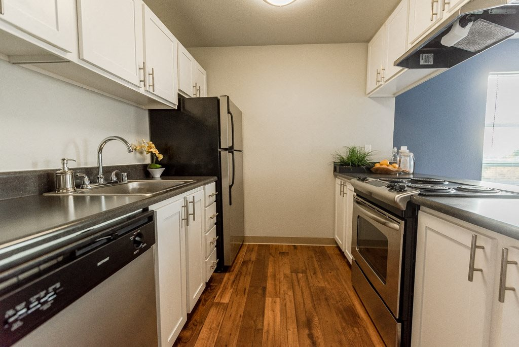 Renton Apartments - The Aviator Apartments - Kitchen