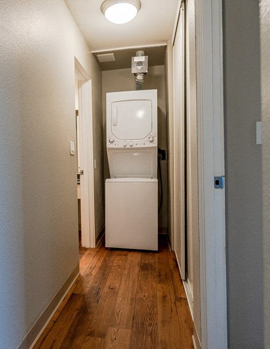 Renton Apartments - The Aviator Apartments - Laundry