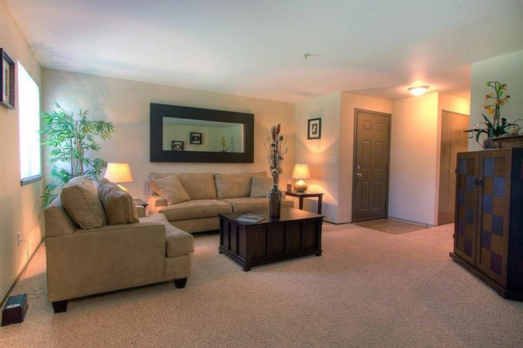 Tacoma Apartments - Heatherstone Apartments - Living Room and Entryway