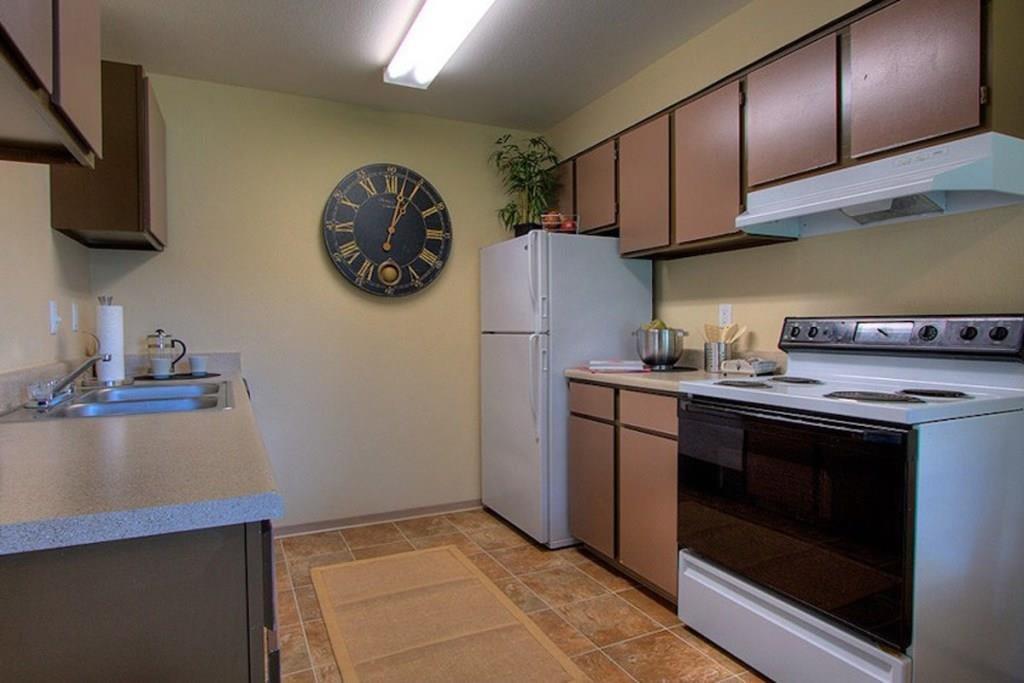 Tacoma Apartments - Heatherstone Apartments - Kitchen