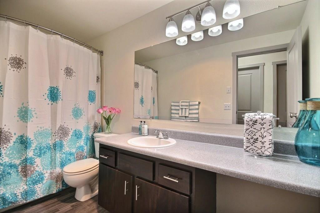 Tacoma Apartments - Heatherstone Apartments - Bathroom