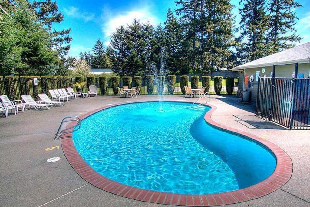 Tacoma Apartments - Heatherstone Apartments - Pool