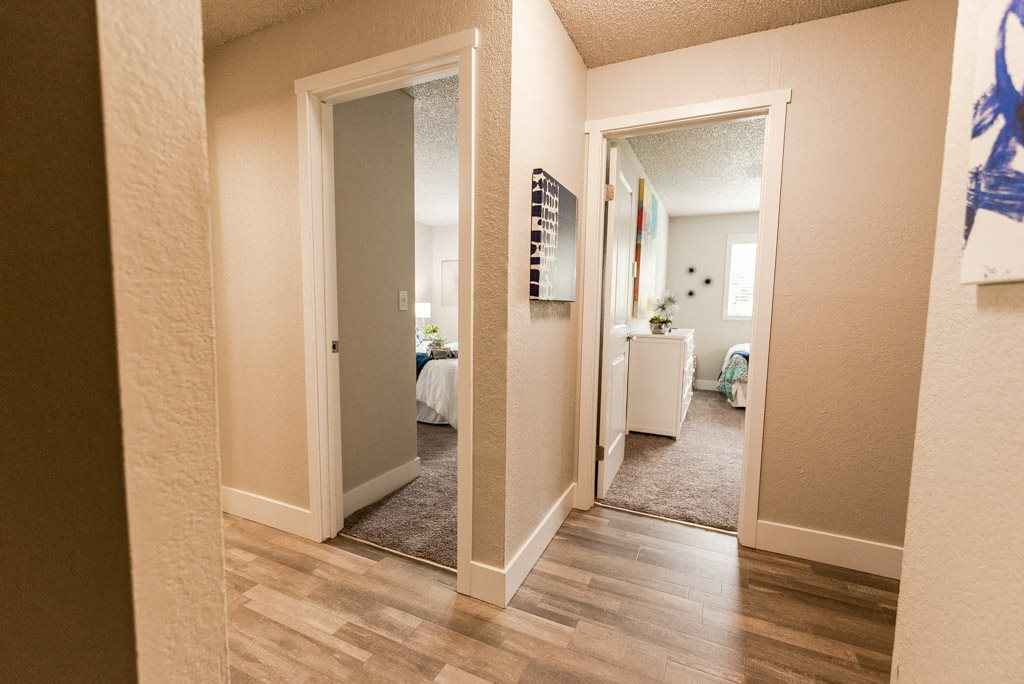 Kent Apartments - Knol Apartments - Hallway and Bedrooms