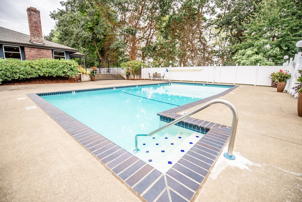 Tacoma Apartments - Miramonte Apartments - Pool