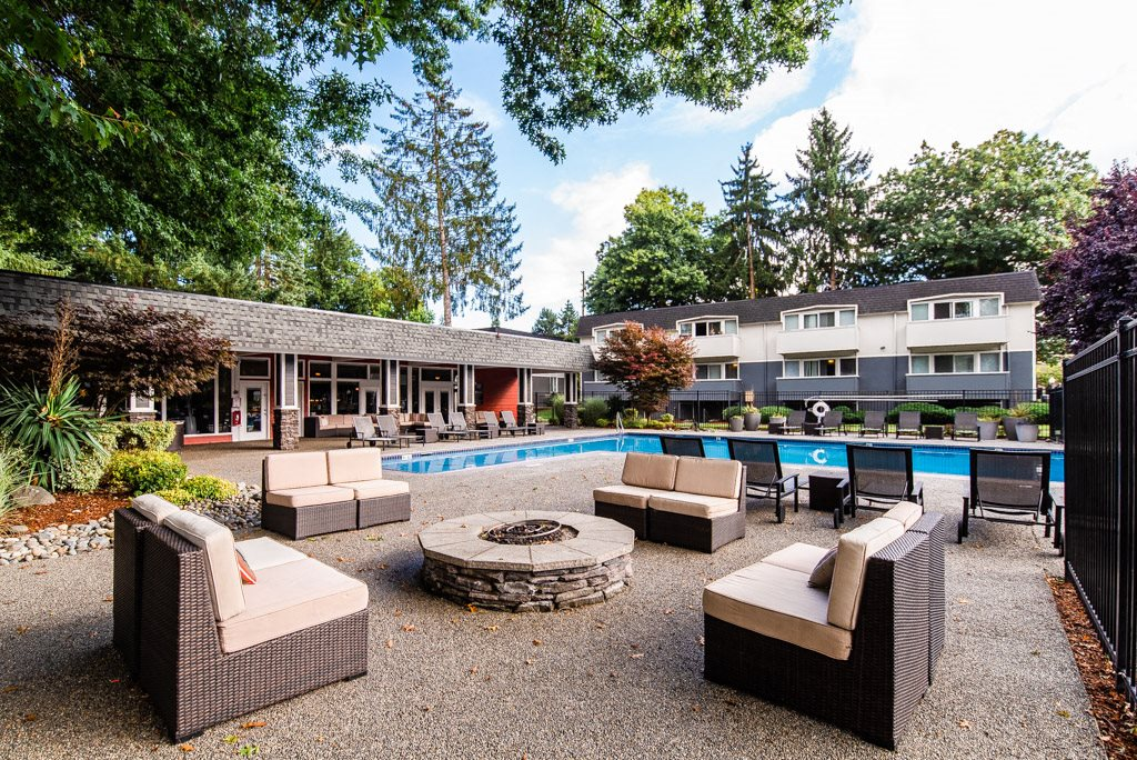 Auburn Apartments - Neely Station Apartments - Pool and Gas Firepit