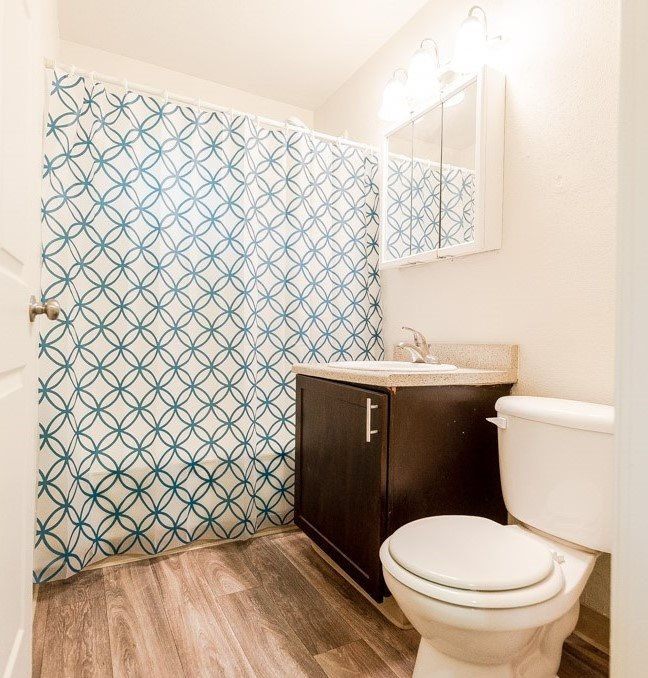 Lakewood Apartments - Pacific Walk Apartments - Bathroom