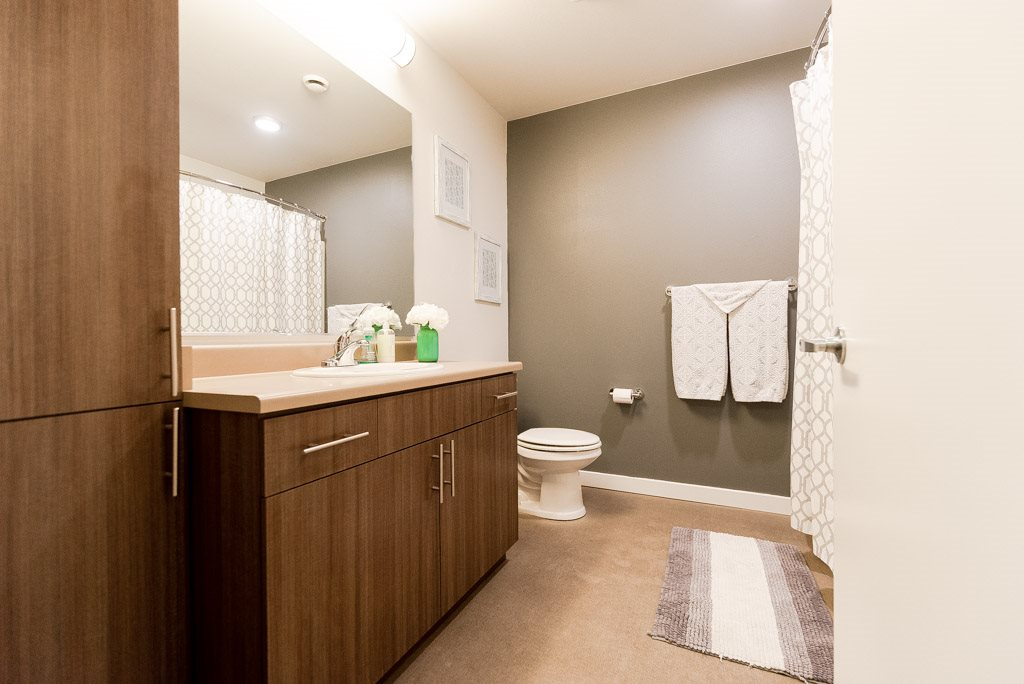 Kent Apartments - The Platform Apartments - Bathroom