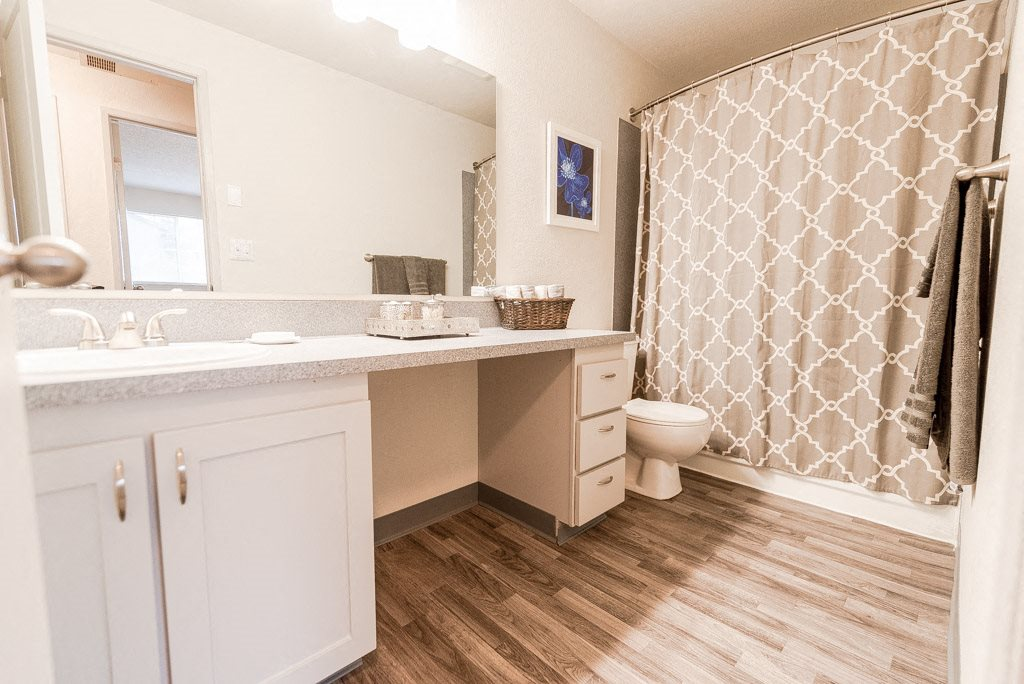 Tacoma Apartments - Sienna Park Apartments - Bathroom
