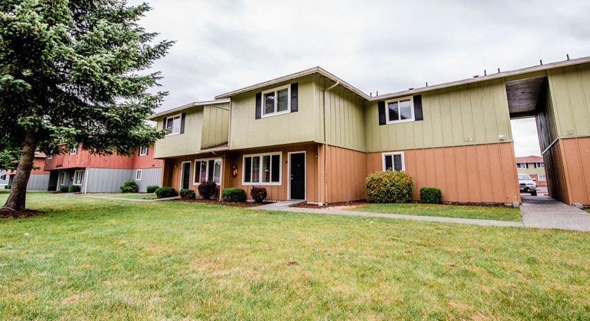 Lakewood Apartments - Southern Pines Apartments - Exterior