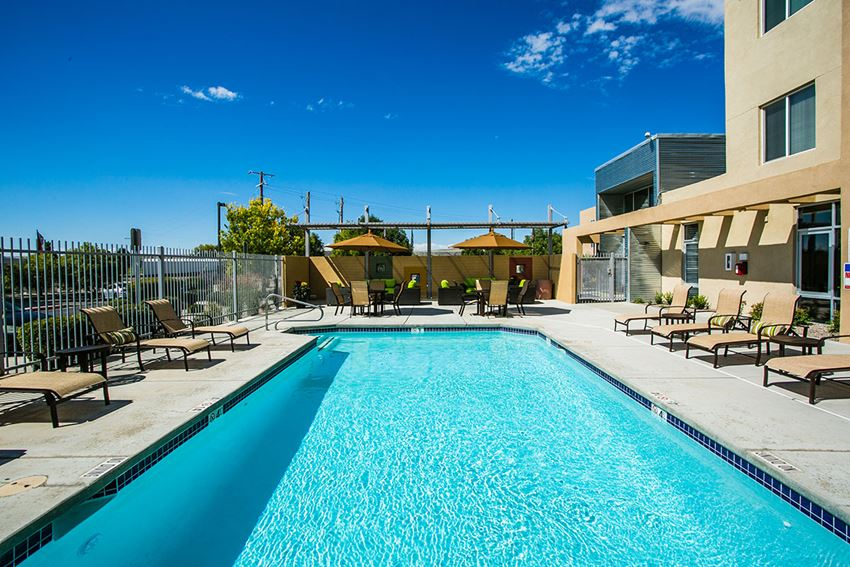 Apartments Westside Albuquerque with Crystal Clear Swimming Pool