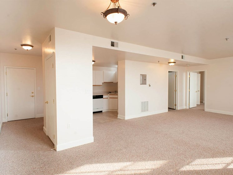 Spacious Apartment Homes at Commodore Perry Apartments in Downtown Toledo, OH